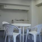 椅子とテーブルの写真