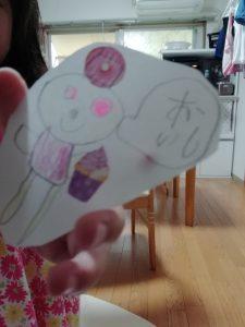 4歳の娘が書いたくまちゃんの絵の写真。